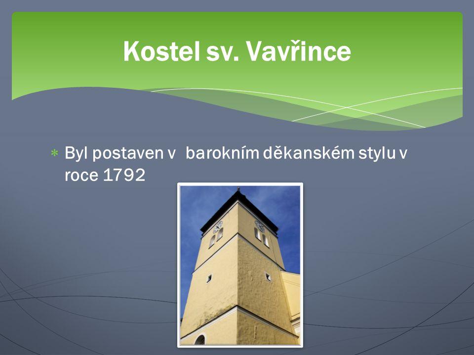  Byl postaven v barokním děkanském stylu v roce 1792 Kostel sv. Vavřince
