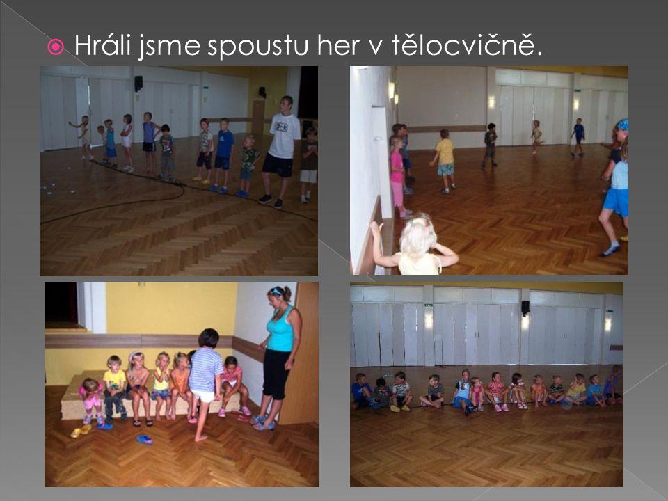  Hráli jsme spoustu her v tělocvičně.