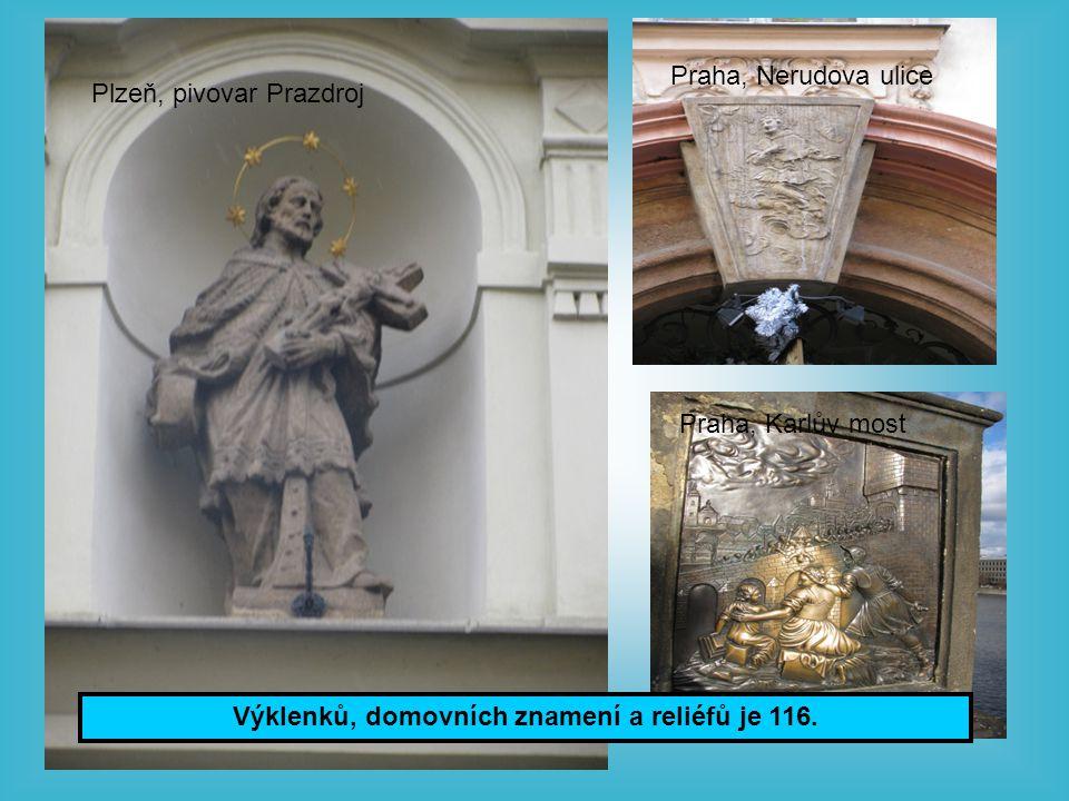 Výklenků, domovních znamení a reliéfů je 116.