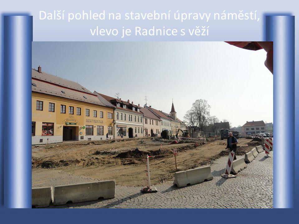 Pohled na probíhající stavební rekonstrukci Masarykova náměstí-foto z 3.4.2014