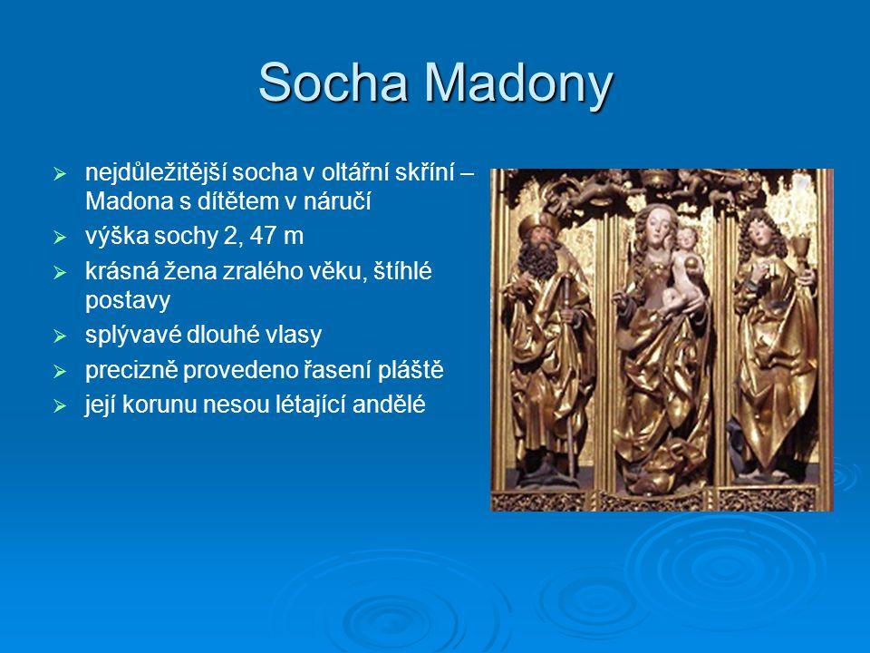 Socha Madony   nejdůležitější socha v oltářní skříní – Madona s dítětem v náručí   výška sochy 2, 47 m   krásná žena zralého věku, štíhlé postav