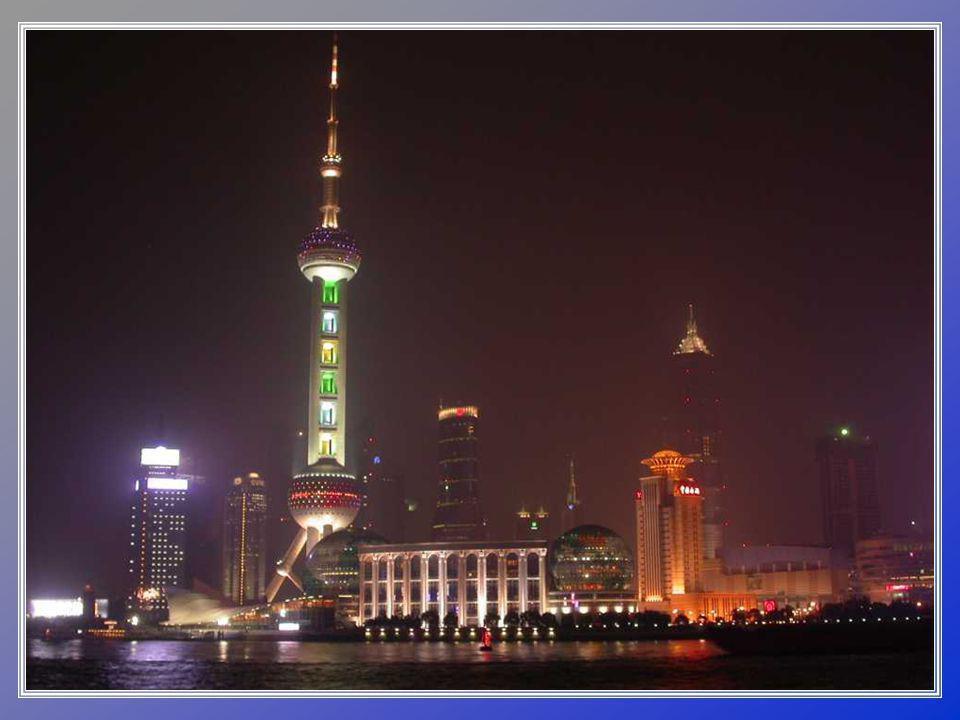 LA TORRE PERLA ORIENTU Perla Orientu je jednou z nejvyšších věží v Šanghaji.