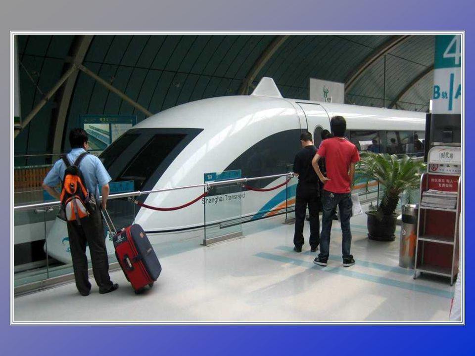Šanghajský vlak Maglev. Jedná se o první čínský, komerční a vysokorychlostní vlak, který funguje jako jiné rychlostní vlaky ve světě. S jeho vývojem a