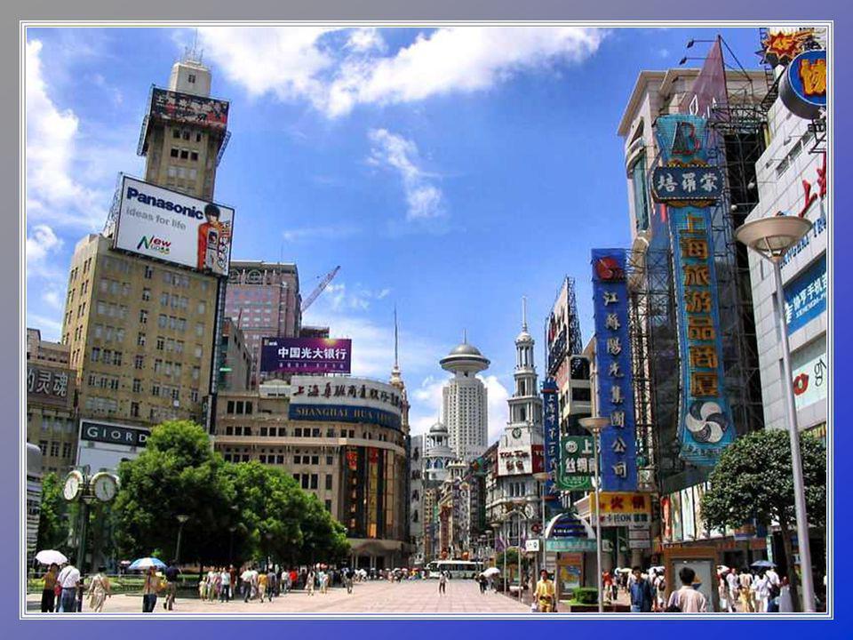 Šanghajská ulice – Nanjing je největší obchodní ulicí na světě.