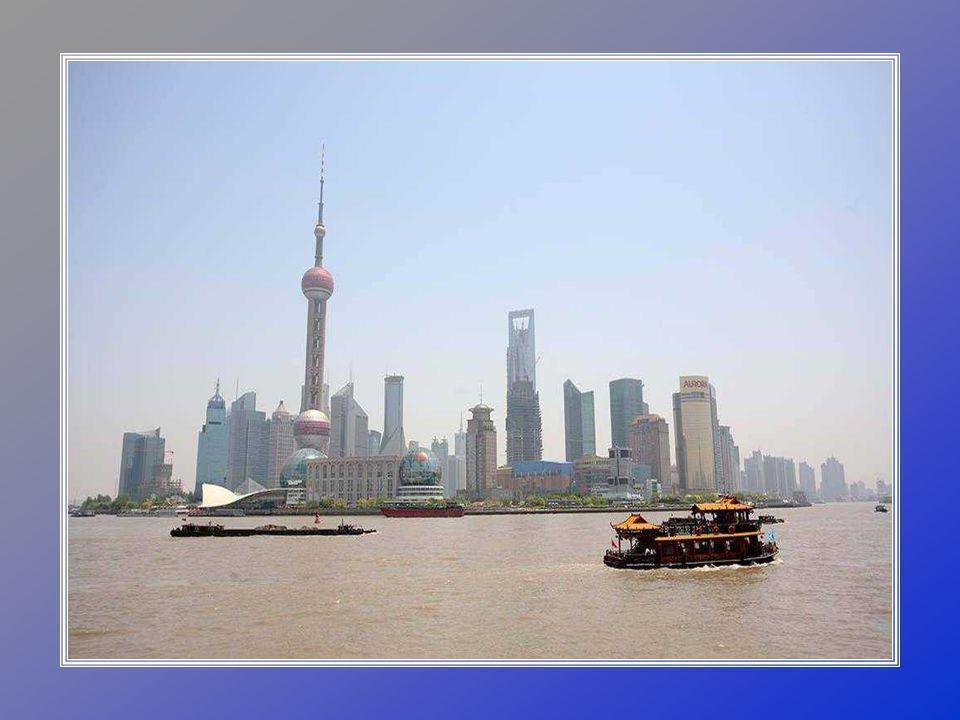 Zahrada Yuyuan, je nejznámější zahradou v Šanghaji a vůbec jedna z nejkrásnějších v celé Číně.