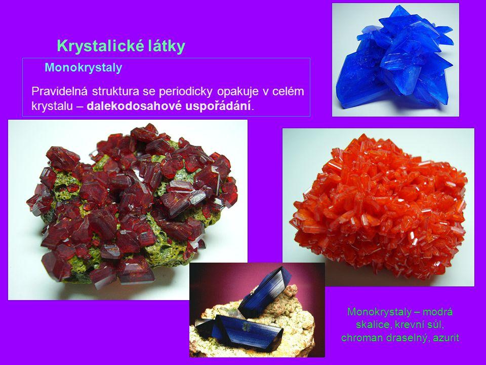 Krystalické látky Monokrystaly Pravidelná struktura se periodicky opakuje v celém krystalu – dalekodosahové uspořádání.