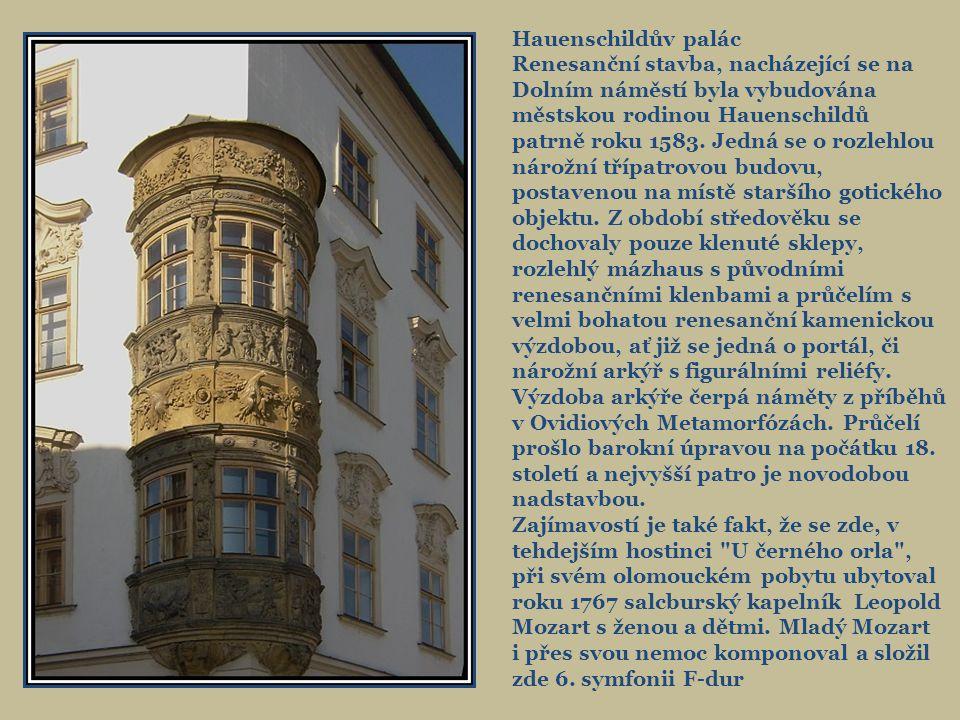 Portál Hauenschildova paláce na Dolním nám.