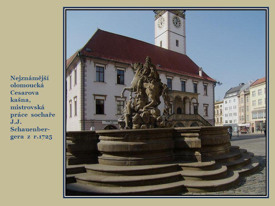 Prombergův dům na rohu Horního nám., původně renesanční, přestavěn v r.1908. Nakladateli Prombergovi se říkalo moravský Kramerius