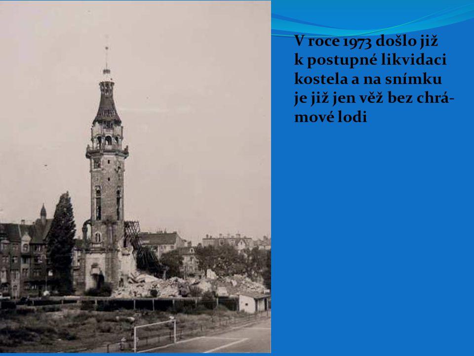V roce 1973 došlo již k postupné likvidaci kostela a na snímku je již jen věž bez chrá- mové lodi