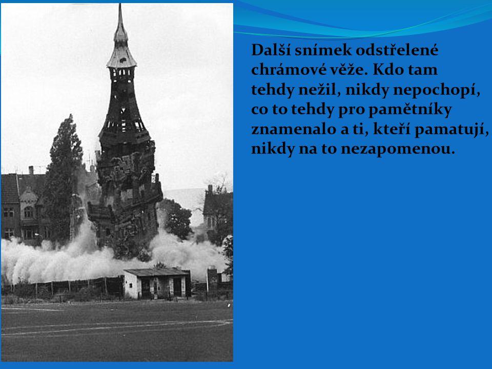 Další snímek odstřelené chrámové věže. Kdo tam tehdy nežil, nikdy nepochopí, co to tehdy pro pamětníky znamenalo a ti, kteří pamatují, nikdy na to nez