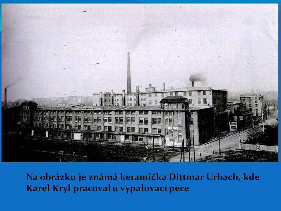Na obrázku je známá keramička Dittmar Urbach, kde Karel Kryl pracoval u vypalovací pece