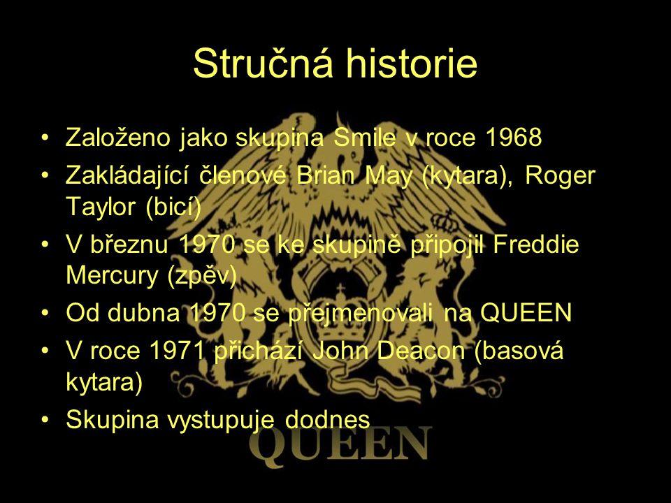 Stručná historie Založeno jako skupina Smile v roce 1968 Zakládající členové Brian May (kytara), Roger Taylor (bicí) V březnu 1970 se ke skupině připo