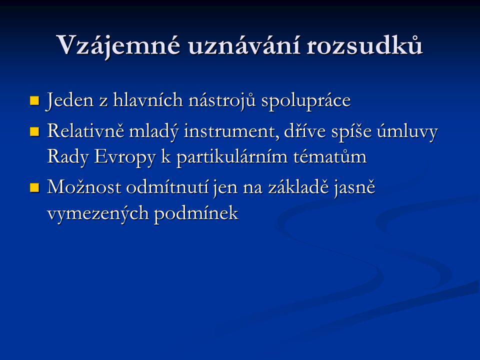 Současnost trestního práva Práva v trestním řízení (procesní) Práva v trestním řízení (procesní) Harmonizace s cílem zajistit standard práv skrze EU Harmonizace s cílem zajistit standard práv skrze EU Právo na překlad Právo na překlad Právo na informace (evropské Miranda Warning) Právo na informace (evropské Miranda Warning) Právo na obhájce Právo na obhájce ZK o vazbě ZK o vazbě