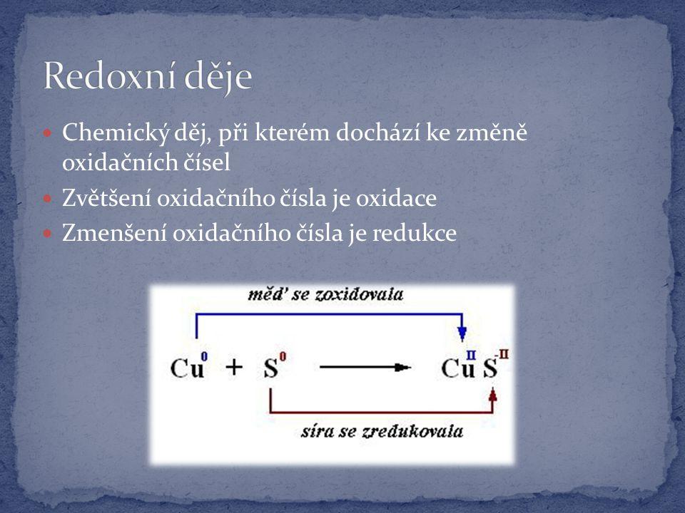 Chemický děj, při kterém dochází ke změně oxidačních čísel Zvětšení oxidačního čísla je oxidace Zmenšení oxidačního čísla je redukce
