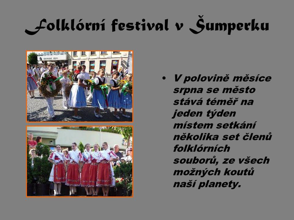 Folklórní festival v Šumperku V polovině měsíce srpna se město stává téměř na jeden týden místem setkání několika set členů folklórních souborů, ze vš