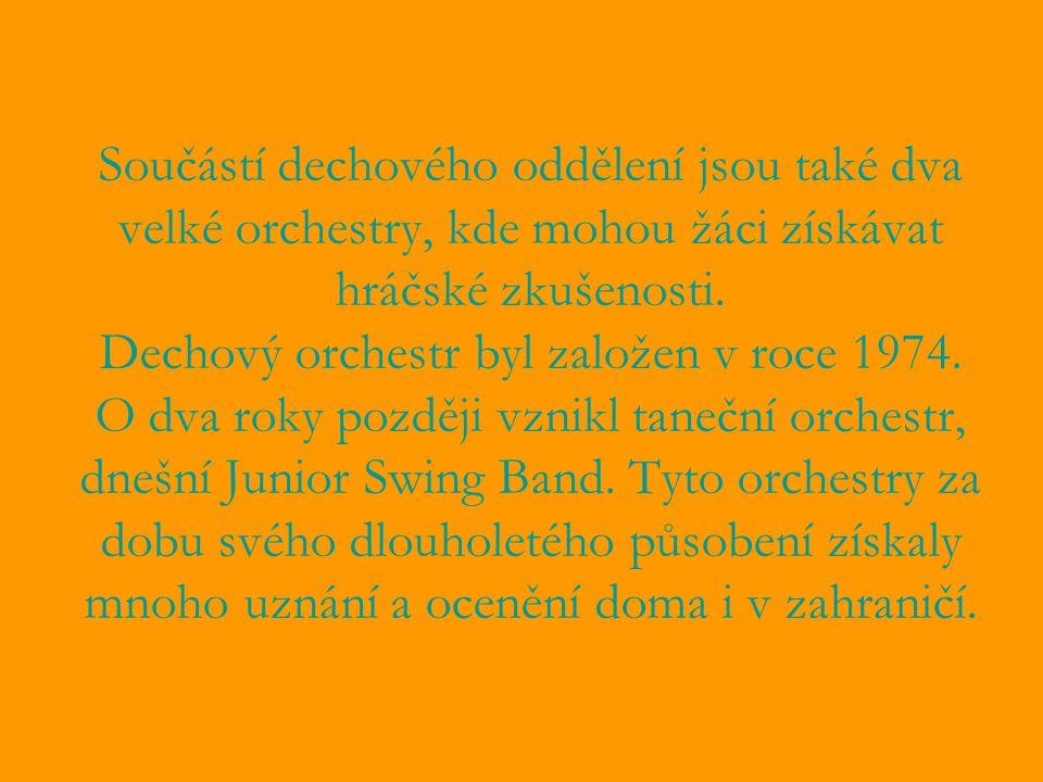 Součástí dechového oddělení jsou také dva velké orchestry, kde mohou žáci získávat hráčské zkušenosti. Dechový orchestr byl založen v roce 1974. O dva