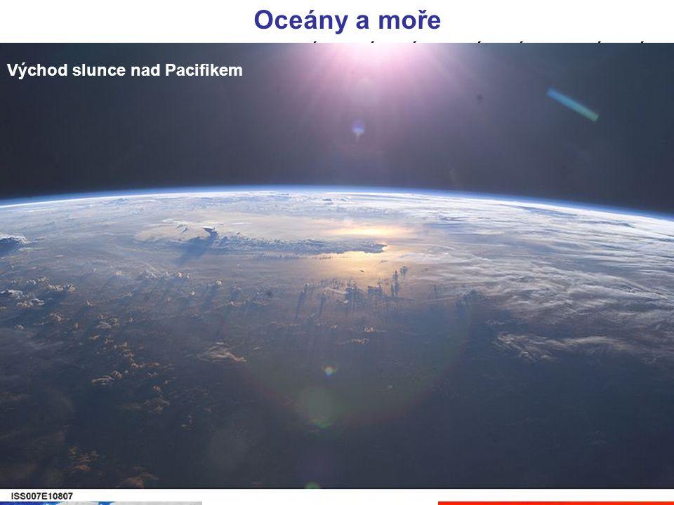 Oceány a moře Asii omývají všechny 4 oceány. Severní ledový oceán, Tichý oceán, Indický oceán a Atlanský oceán. Pobřeží omývají okrajová moře. Okrajov