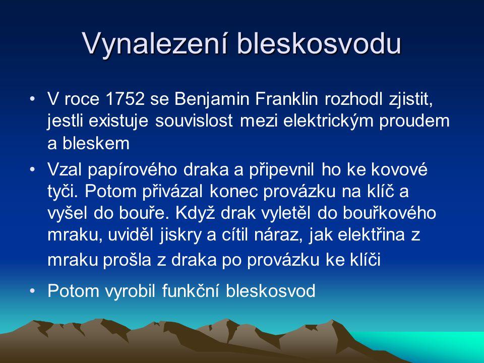 Vynalezení bleskosvodu V roce 1752 se Benjamin Franklin rozhodl zjistit, jestli existuje souvislost mezi elektrickým proudem a bleskem Vzal papírového