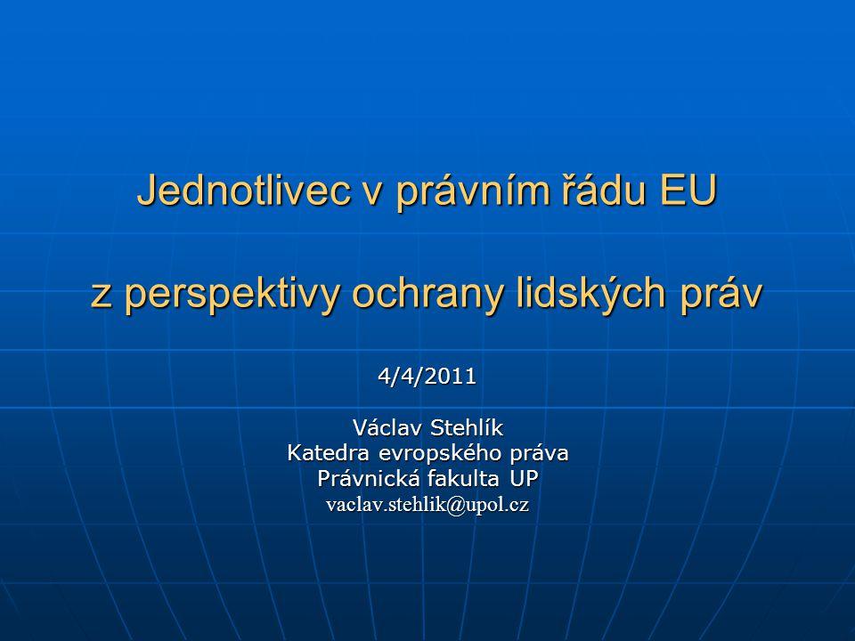 Struktura přednášky A) základy ochrany lidských práv B) právo EU – národní právní řády - jednotlivec C) lidská práva v judikatuře D) činnost politických institucí E) Listina/Charta základních práv EU F) Smlouva o Ústavě G) Lisabonská smlouva a Listina
