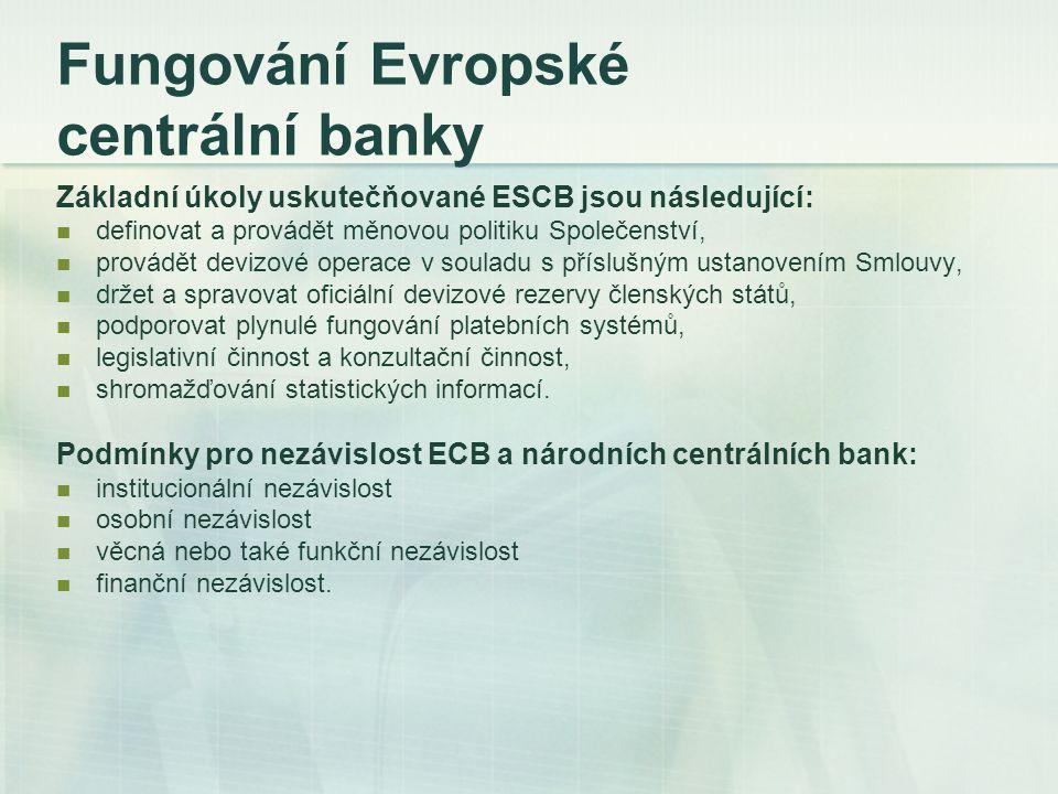 Fungování Evropské centrální banky Základní úkoly uskutečňované ESCB jsou následující: definovat a provádět měnovou politiku Společenství, provádět de