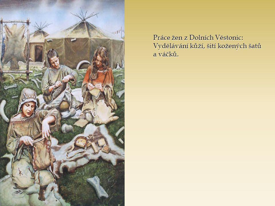 Práce žen z Dolních Věstonic: Vydělávání kůží, šití kožených šatů a váčků.