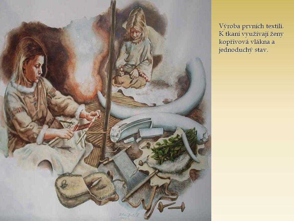 Výroba prvních textilí. K tkaní využívají ženy kopřivová vlákna a jednoduchý stav.