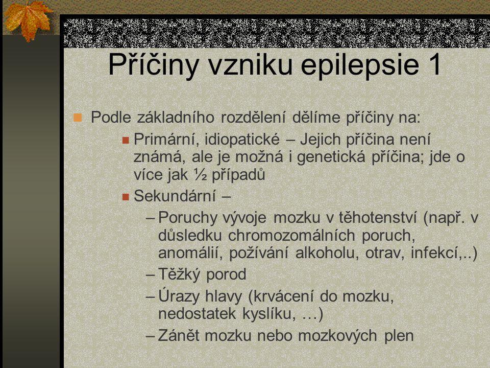 Příčiny vzniku epilepsie 1 Podle základního rozdělení dělíme příčiny na: Primární, idiopatické – Jejich příčina není známá, ale je možná i genetická příčina; jde o více jak ½ případů Sekundární – –Poruchy vývoje mozku v těhotenství (např.
