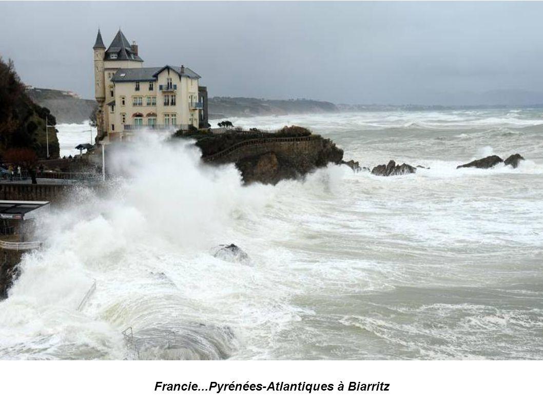 Francie...Pyrénées-Atlantiques...à Biarritz...le Rocher de la Vierge photo AFP Gaizka Iroz