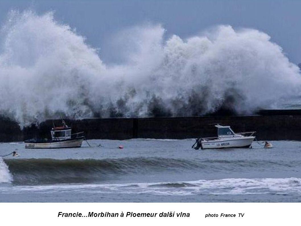 Francie...Morbihan à Ploemeur photo Thomas Deregnieux 23ans surfeur