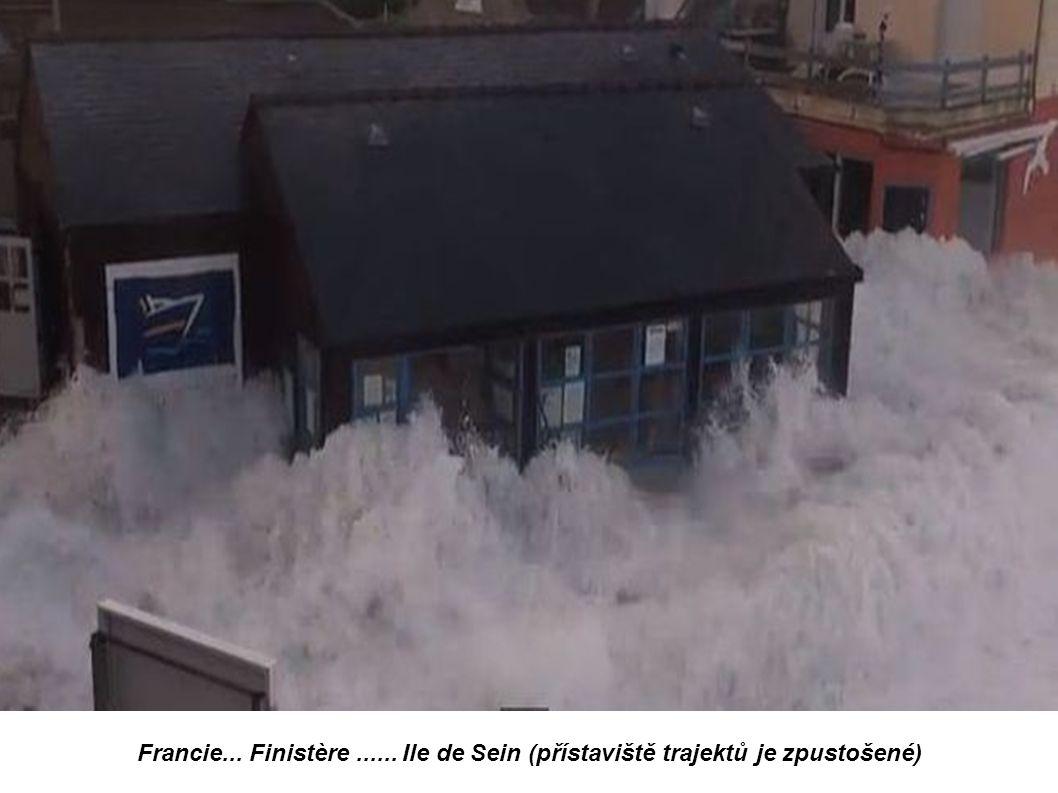 Francie... Finistère...ile de Sein....le quai des Paimpolais photo Didier-Marie le Bihan