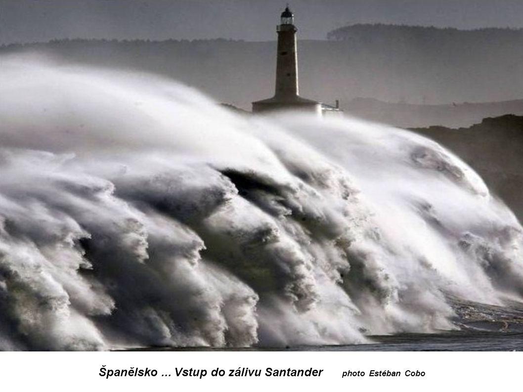 Španělsko... Vstup do zálivu Santander photo Estéban Cobo