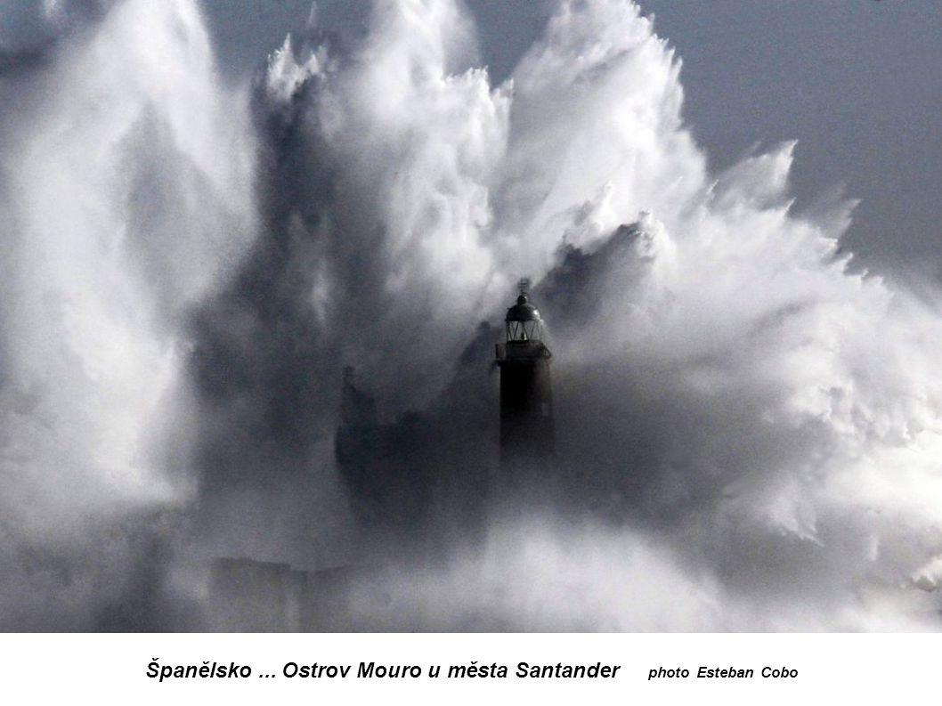 Španělsko... Ostrov Mouro u města Santander photo Esteban Cobo