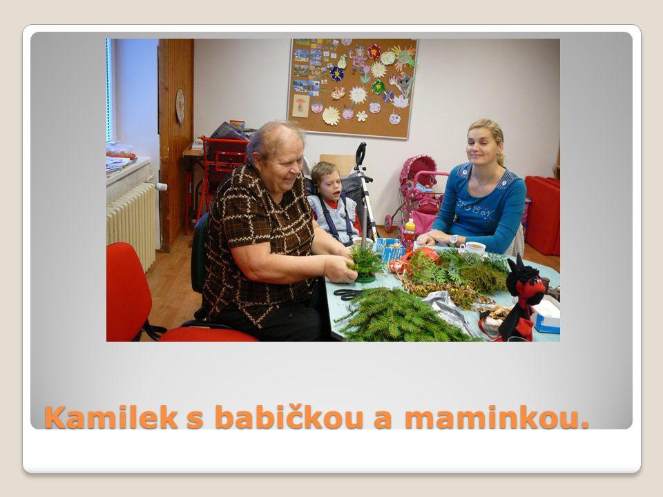 Kamilek s babičkou a maminkou.