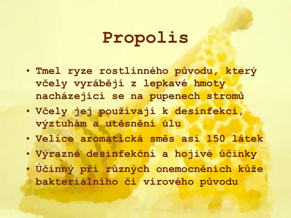 Propolis Tmel ryze rostlinného původu, který včely vyrábějí z lepkavé hmoty nacházející se na pupenech stromů Včely jej používají k desinfekci, výztuh