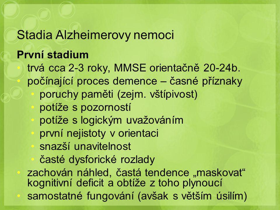Stadia Alzheimerovy nemoci První stadium trvá cca 2-3 roky, MMSE orientačně 20-24b. počínající proces demence – časné příznaky poruchy paměti (zejm. v