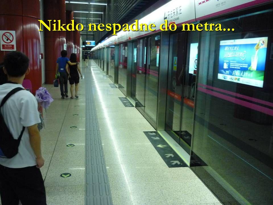 Nikdo nespadne do metra...