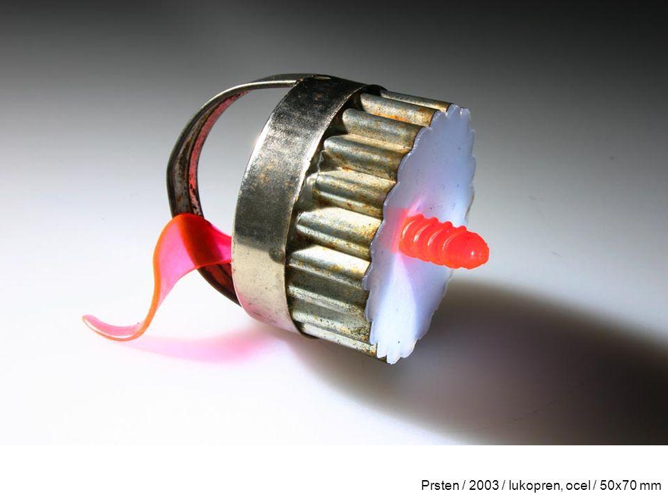 Prsten / 2003 / lukopren, ocel / 50x70 mm