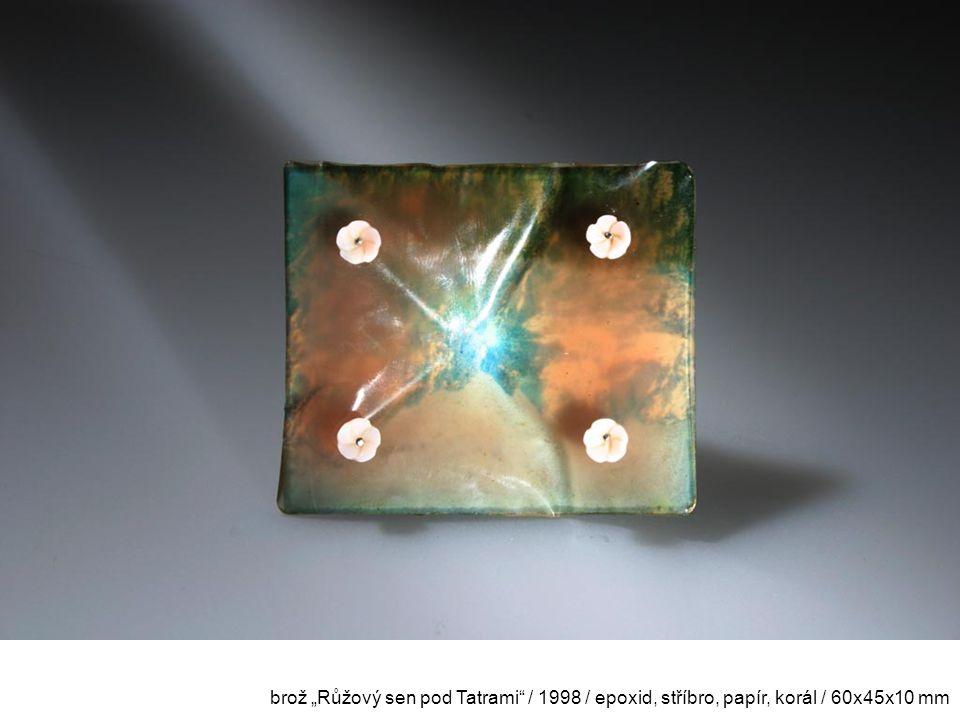 """brož """"Růžový sen pod Tatrami"""" / 1998 / epoxid, stříbro, papír, korál / 60x45x10 mm"""