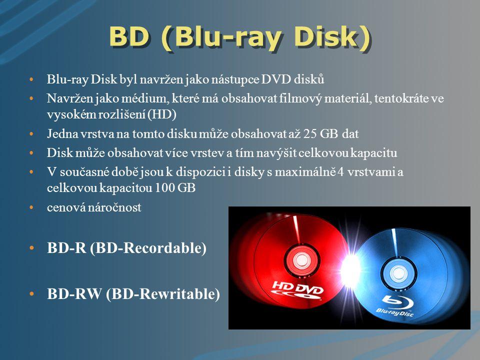 BD (Blu-ray Disk) Blu-ray Disk byl navržen jako nástupce DVD disků Navržen jako médium, které má obsahovat filmový materiál, tentokráte ve vysokém roz