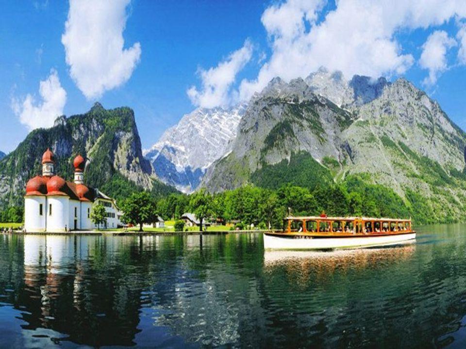 Kostel sv. Bartoloměje Na jezeře Kunigssee, na poloostrově Hirschau se po připojení Berchtesgadenu k Bavorsku v roce 1810 nacházel lovecký zámeček bav
