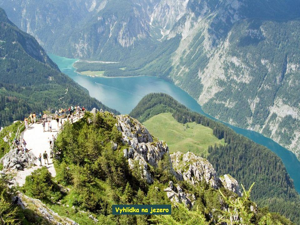V obci Königssee se též nachází umělá chlazená dráha pro boby, sáně a jednoboby. Jezero kvůli jeho velikosti zamrzá kompletně jenom při velmi chladnýc