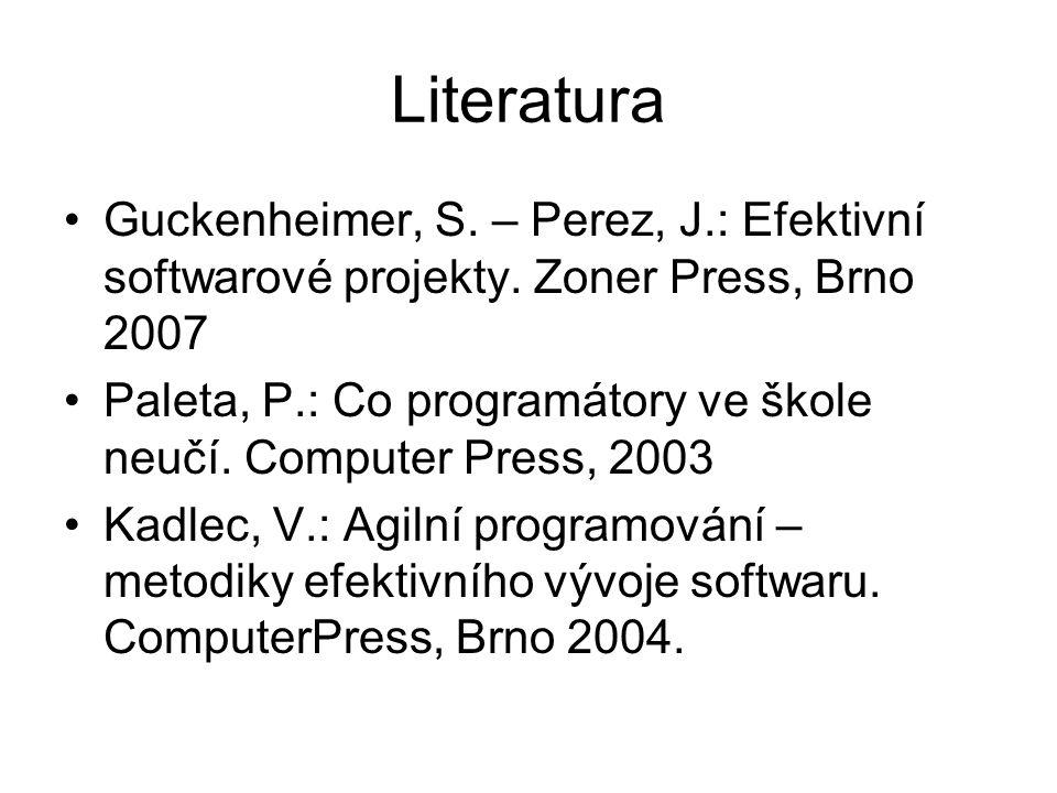 Tým agilního vývoje Do 10 členů: –Kouč –Programátoři –Časoměřič –Stále přítomný pracovník uživatele Programátoři pracují ve dvojicích, které se mění Prvý programátor – vymýšlí a píše Druhý programátor – oponuje, kontroluje, spoluvymýšlí Místnost pro odpočinek a jednání Důraz na využití kreativity Dokumentace – jen přehledný zdrojový kód Přesčasy dlouhodobě nezvyšují produktivitu práce