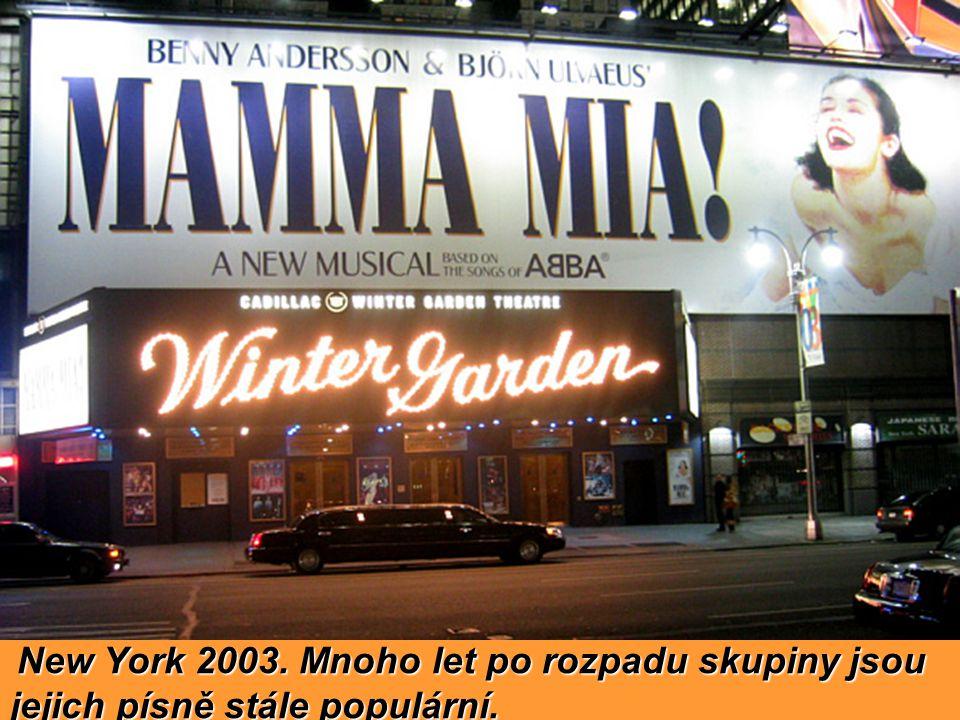 New York 2003. Mnoho let po rozpadu skupiny jsou jejich písně stále populární.