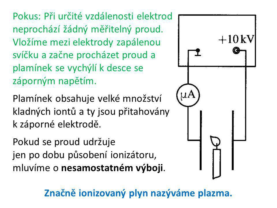 Pokus: Při určité vzdálenosti elektrod neprochází žádný měřitelný proud. Vložíme mezi elektrody zapálenou svíčku a začne procházet proud a plamínek se