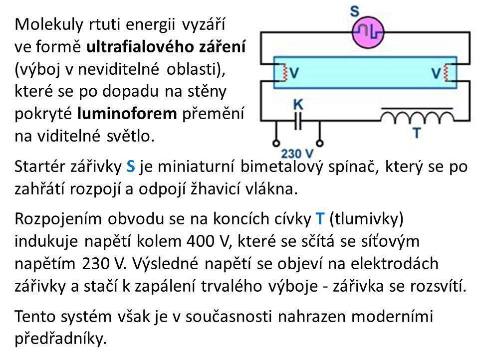 Molekuly rtuti energii vyzáří ve formě ultrafialového záření (výboj v neviditelné oblasti), které se po dopadu na stěny pokryté luminoforem přemění na