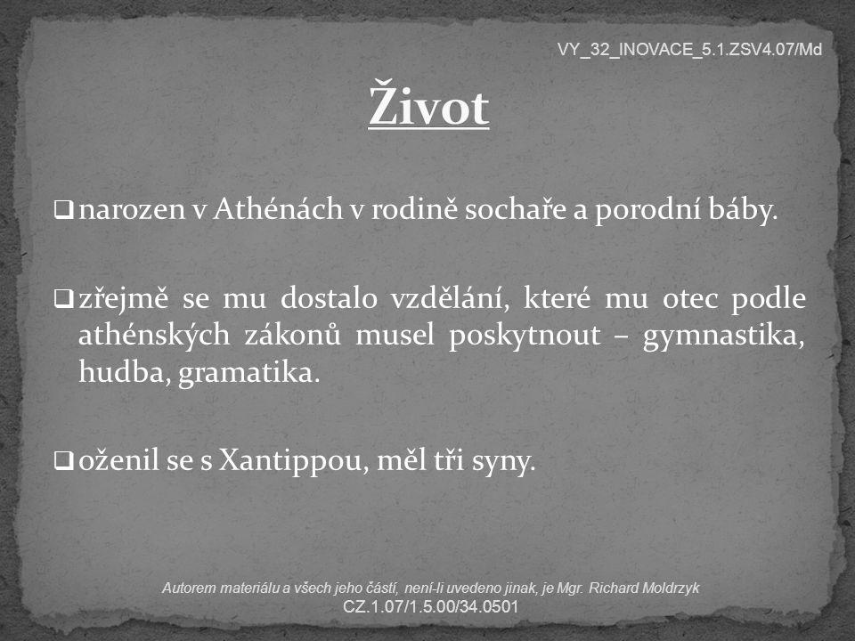 narozen v Athénách v rodině sochaře a porodní báby.  zřejmě se mu dostalo vzdělání, které mu otec podle athénských zákonů musel poskytnout – gymnas
