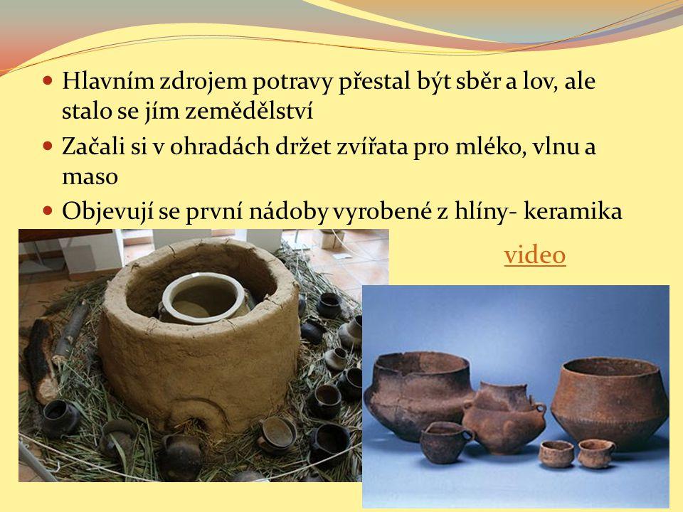 Doba bronzová Nazvaná podle bronzu (slitiny cínu a mědi), ze kterého lidé odlévali důležité potřeby Z bronzu se vyráběly nástroje, zbraně i šperky Jako platidlo používali hřivny (tyčinky bronzu), které mohli pak dále využívat Začaly se prohlubovat majetkové rozdíly