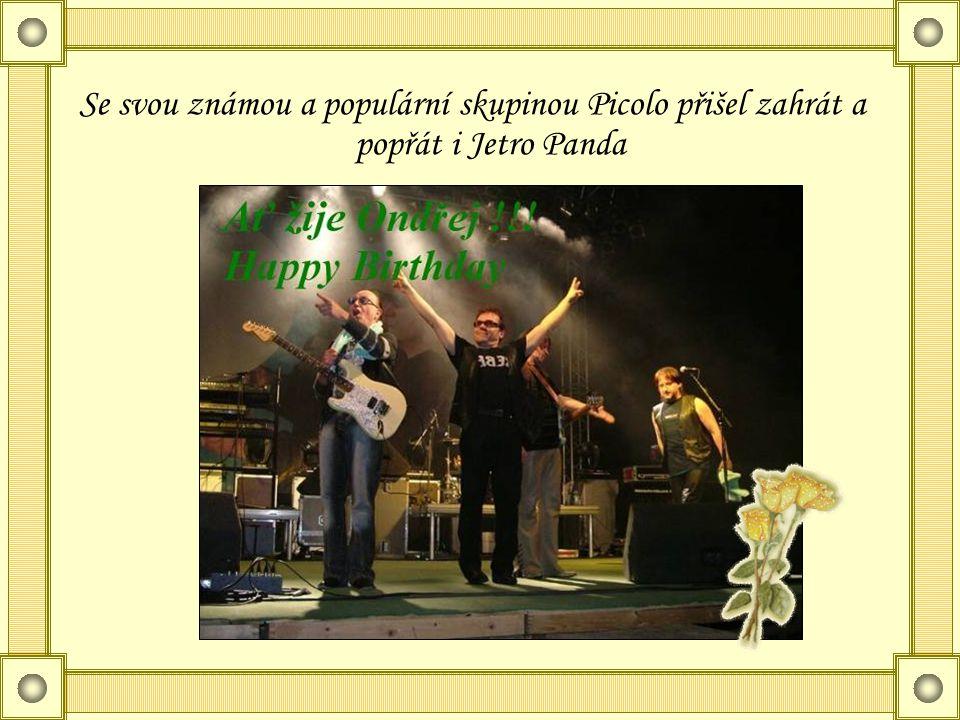 Se svou známou a populární skupinou Picolo přišel zahrát a popřát i Jetro Panda