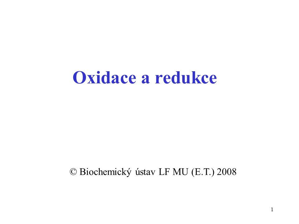 12 Typy oxidačních reakcí ztráta elektronu Zn + Cu 2+  Zn 2+ + Cu navázání kyslíku (oxygenace) C + O 2  CO 2 odštěpení 2H (dehydrogenace) -2H pyruvát H 3 CC O COOH laktát H 3 CCH OH COOH