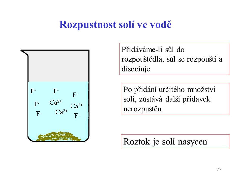 77 Rozpustnost solí ve vodě Přidáváme-li sůl do rozpouštědla, sůl se rozpouští a disociuje Po přidání určitého množství soli, zůstává další přídavek n